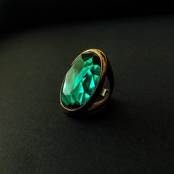 Emerald Green Vintage Ring Gold Brass