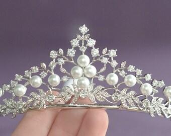 Pearl Tiara, Bridal Tiara, Pearl Silver Tiara, Wedding Tiara, Crystal Pearl Diadem, Silver Bridal Crown, Wedding Hair Accessory, Hairpiece