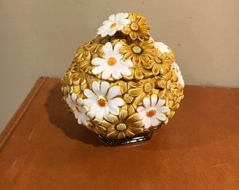 Vintage daisy flower jar