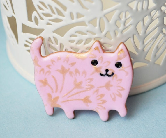White cat brooch with gold flowers Cat lover gift idea Cute pin brooch of polymer clay Cute cat jewelry Cat lady jewelry kitten pin.