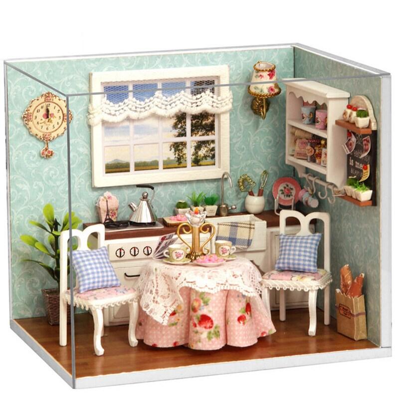 Dom Dla Lalek Wysyłka Gratis Meble Kuchnia Diy Miniaturowe Osłona Przeciwpyłowa 3d Drewniany Domek Dla Lalek Miniaturas Zabawki Dla Dzieci Prezenty