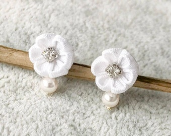White flower earrings w crystal montees, bridal jewelry, dainty earrings, botanical jewelry, romantic flower jewellery, valentine gift