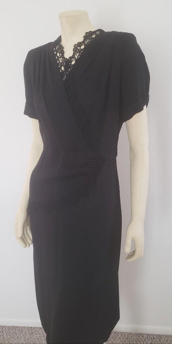1940s black dress M rayon lace trim Form Fit