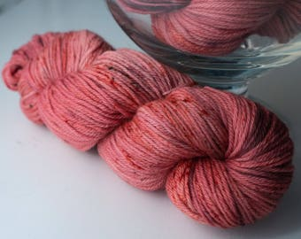 Colorful worsted merino yarn - SalmonBerry - speckled wool