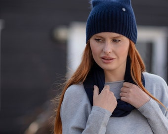 Lightweight cashmere Pom Pom hat