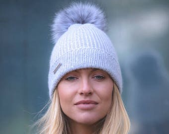 c0da2faefb9 Ladies cashmere hat with faux fur Pom Pom