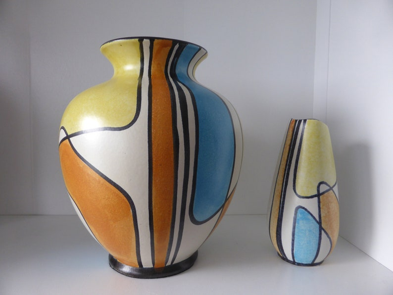A Beautiful Hand Painted Bay Design Vase Decor Haiti West Germany 1960. Form Number 573-25