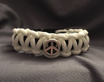 Two-tone White and Black Peace Paracord Bracelet