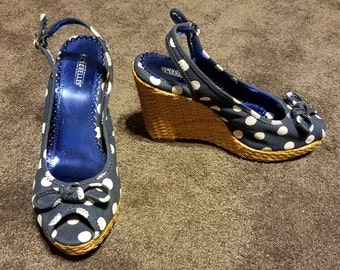 Vintage Inspired Seychelles Navy Blue and White Polka Dot Rockabilly Wedge Peep Toe Sandals Size 7.5