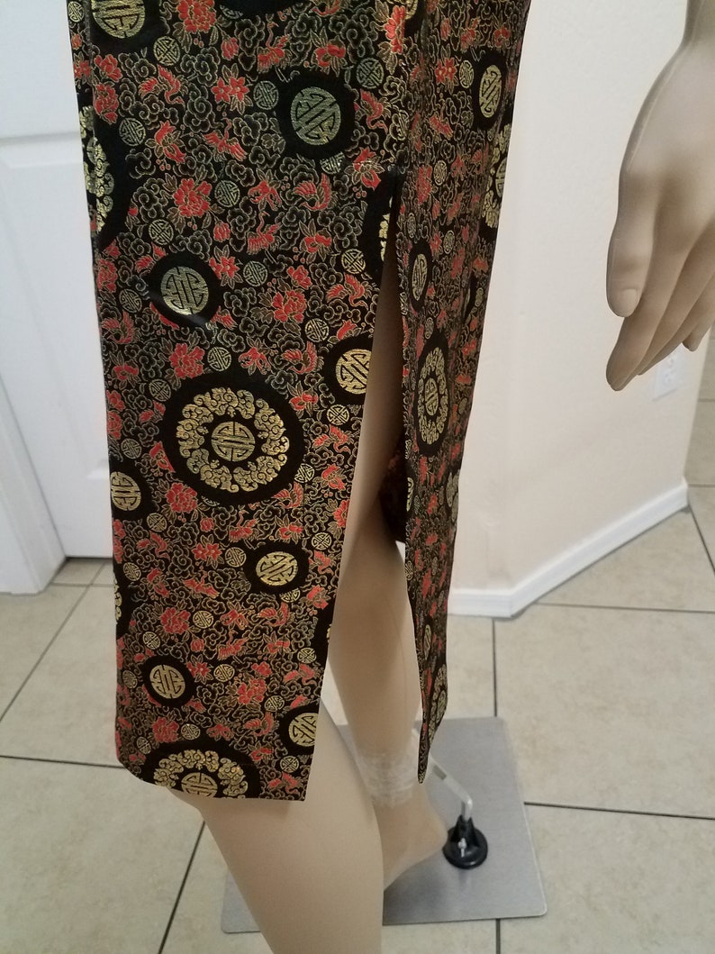 1920/'s Style Pin-Up Lovely Red Steampunk Gold and Black Geometric Pattern Qipao Cheongsam Dress with Floral and Bird Background