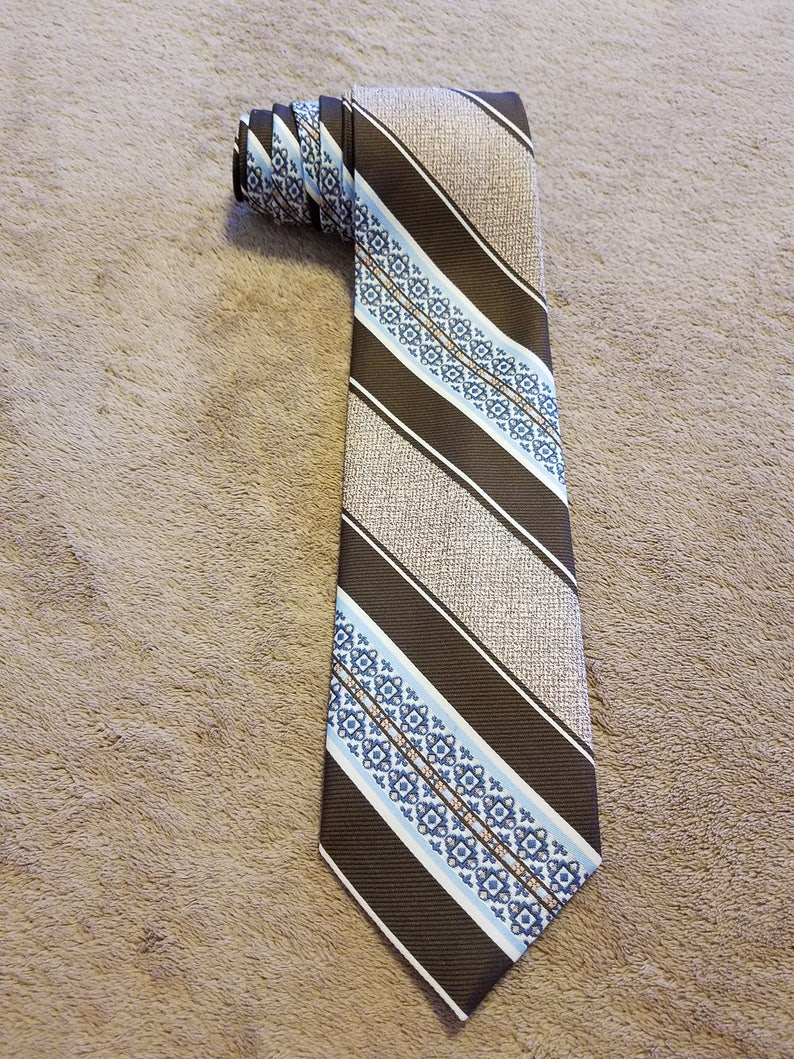 Classic Vintage 70/'s Textured Polyester Neck Tie Blue and Brown Patterned Stripes Regalon High Quality