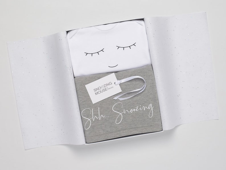 New Baby Hamper Box Sleeping Baby Gift Box Snoozing Baby Gift Baby Sleepsuit /& Blanket Set