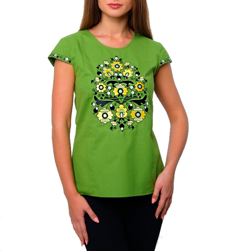 Women/'s T-shirt Short sleeves Embroidered flowers.