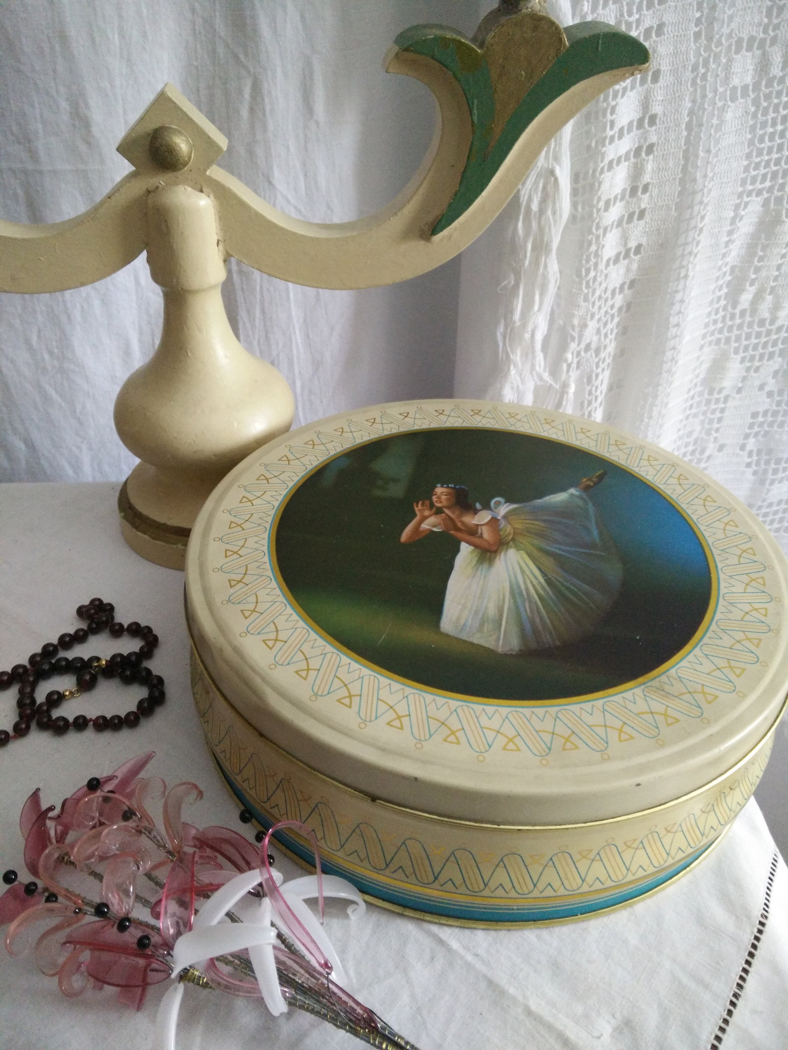 vintage ballerina tin, ballet dancer tin box, tutu, pointe shoes, prima ballerina, vintage tin box, brocante, boudoir, french ch