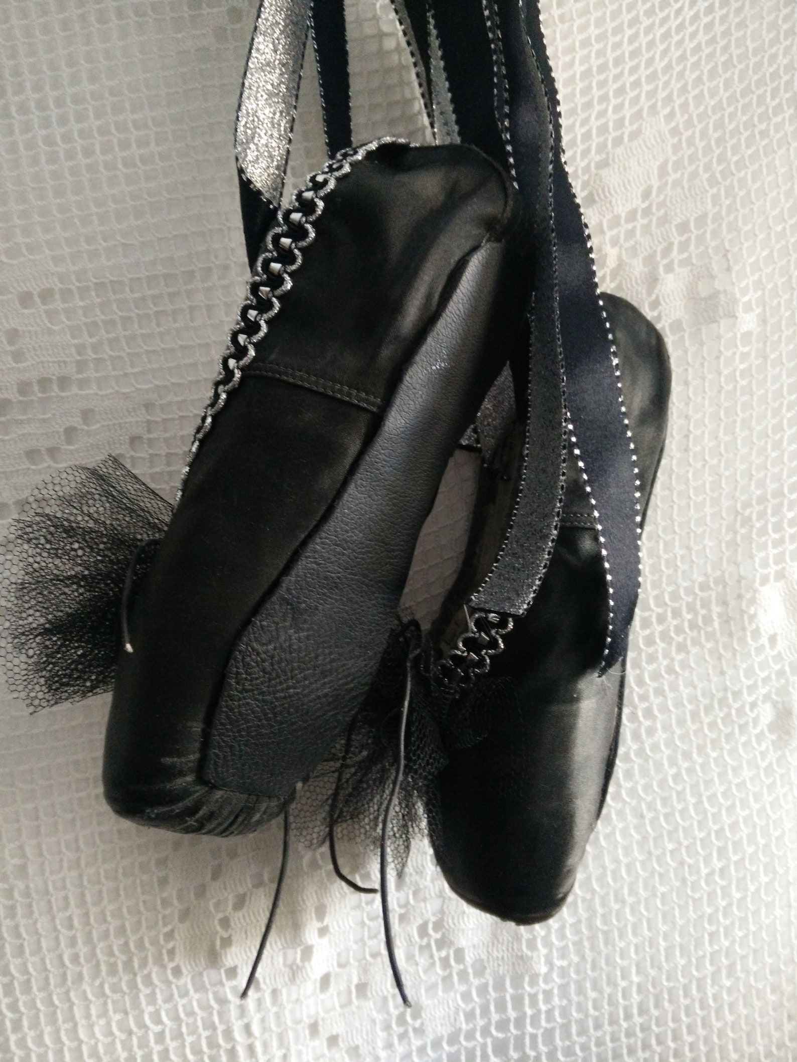 black vintage used, distressed pointe shoes, balerina shoes, ballet shoes, shabby chic, brocante, boudoir style, french chic, gu