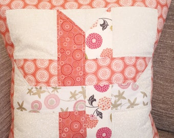 Quilted interlaced star cushion
