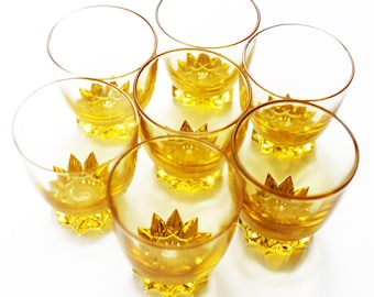 Lot 7 small aperitif glasses, liqueur glasses, golden yellow amber, French vintage.