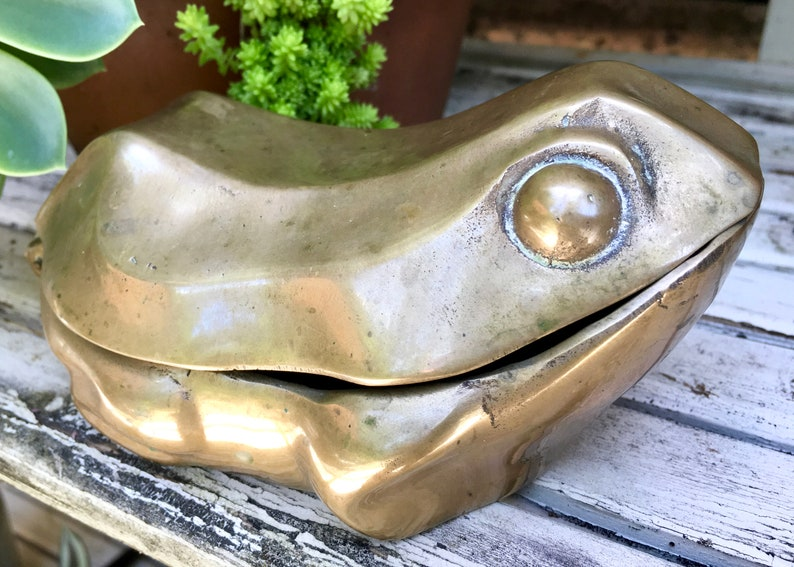 Vintage Brass Frog Toad Box  Brass Frog Box with Hinged Lid  image 0