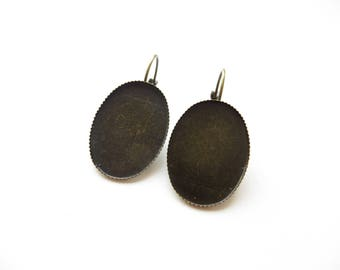 2 lace edged 18x25mm bronze plate earrings