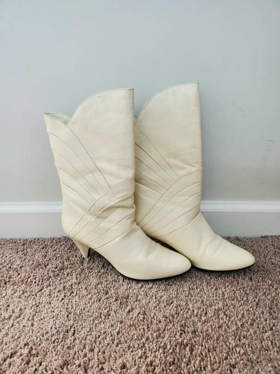 1980s Gloria Vanderbilt white vintage 80s boots