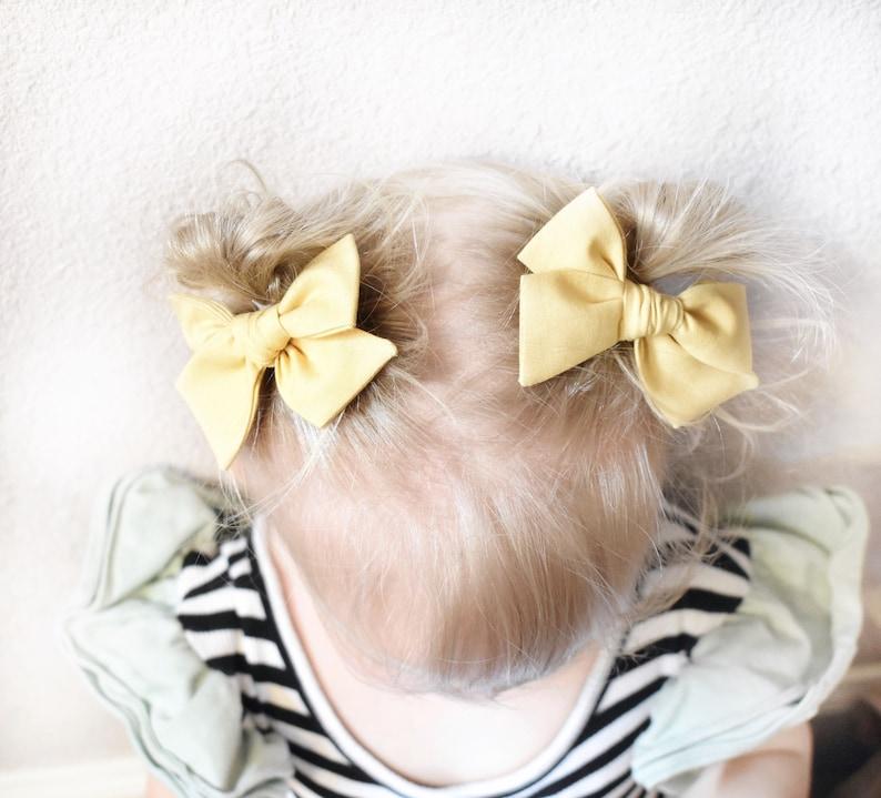 Bow on Nylon Headband Dainty Bow Tiny Hair Bows Alligator Clip Mini Bows Pearl Pink Mini Pinwheel Pigtail Bows Newborn Baby Bow