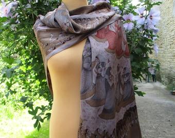 Grand foulard étole NATUR PUR, vintage en Soie en très bon état, ourlé à la  main 113 X 116 cm Danseuses indiennes, fête INDE ea09cb173ad