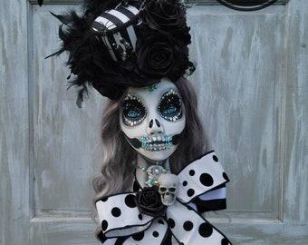 Mannequin Head Display, Skeleton Mannequin, Mannequin Head, Halloween Decor, Top Hat, Handpainted Mannequin, Home Decor Wreath, Everyday