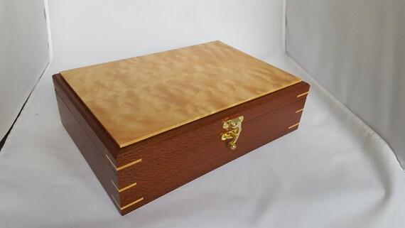hyvin tiedossa ostaa verkosta upouusi Leopard wood and quilted maple keepsake box