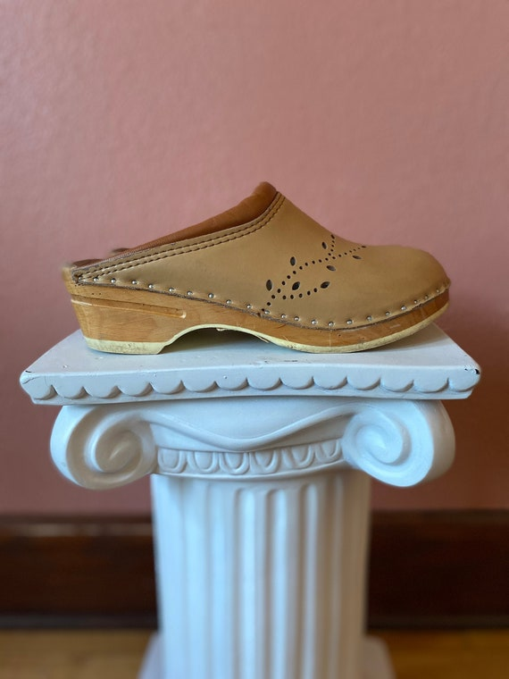 swedish beige leather wooden clogs - size 9