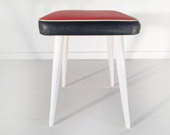 Sgabelli e tavolino anni complementi modernariato