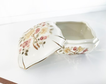 vintage ZSOLNAY PÉCS Hungary porcelain . Confectionery can . hand painted . signed. ca 1930 . floral. Jewelry box . butterfly. Box