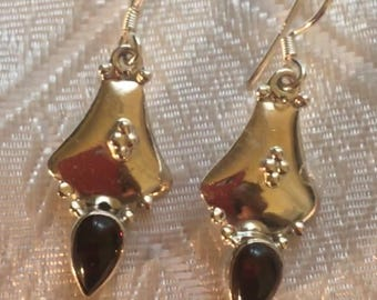 These natural Garnet Earrings, 925 sterling silver.