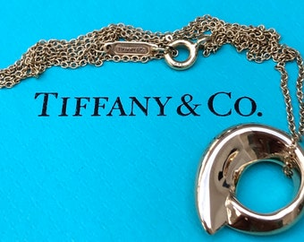 Tiffany & Co. Vintage Frank Gehry Circle Fish Pendant Necklace 18ct Yellow Gold