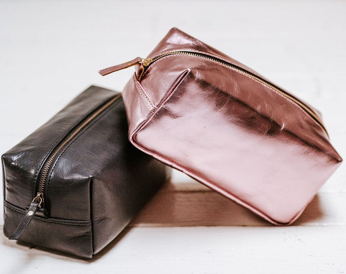 Leather Dopp Kit - Bridesmaid Gift - Customize Leather Makeup Bag - Toiletry Bag Gift for her - Gift for Wife Gift Girlfriend