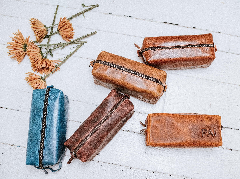 24d5518145 Groomsmen Gift - Mens Toiletry Bag Father Gift for Mens Gift for Him  Leather Dopp Kit Bag Groom Gift Groomsman Gift Groomsmen Gift