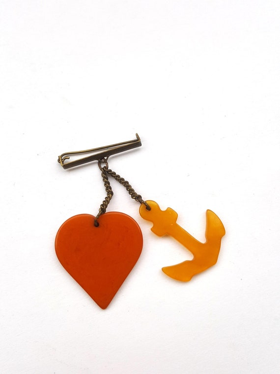 1930s 40s nautical bakelite brooch/ vintage heart
