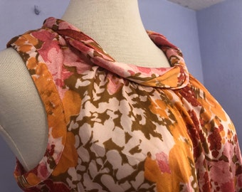 fd1f7a376c 1960s Floral Rolled Neck Tunic Tank Plus-Sized
