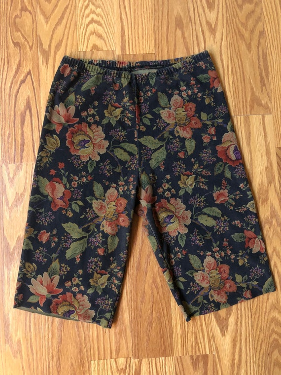 90s Floral Bike Shorts by Young Era || Small