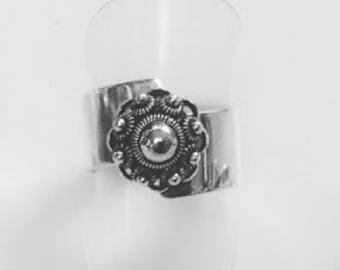Zeeland button ring