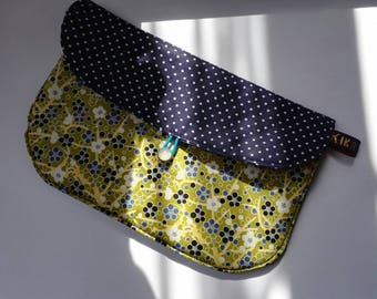 Stylish bag for carrying makeup, papers, the little things...