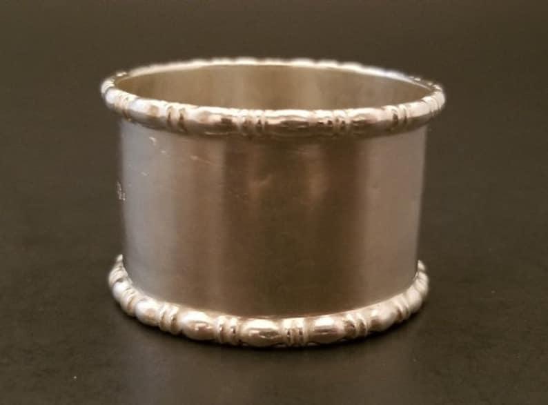 England 1927 Walker /& Hall Lovely Silver Napkin Ring Hallmarked Sheffield