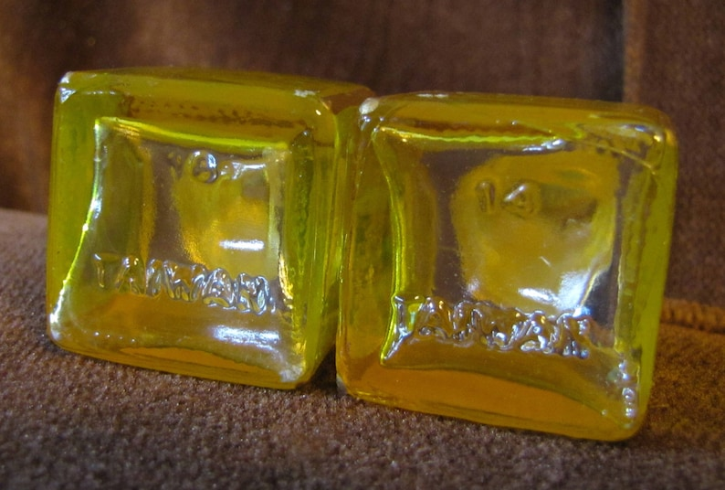 Taiwan Vintage Set of Salt /& Pepper Shakers circa 1970s Square Yellow Glass w Aluminum Tops and 16 Imprinted on Bottom 14