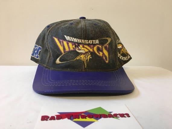Vintage 1990s Minnesota Vikings NFL Gray Purple Leather  5ca82c498