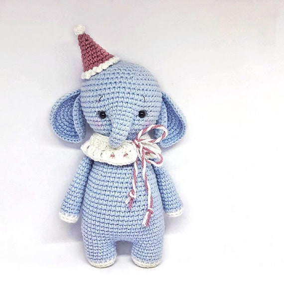 Cuddle Me Elephant crochet pattern - Amigurumi Today | 571x570