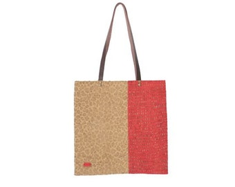 Tote bag in toasted and red tone.