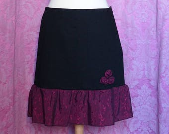 Flared skirt black size 40 - to ruffle and red roses