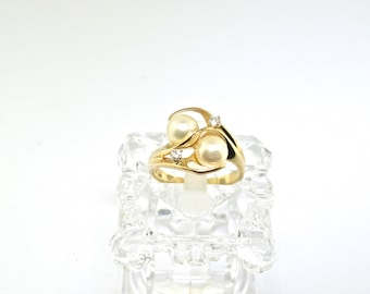 14k Gold Diamond And Pearl Ring. Size 7.5