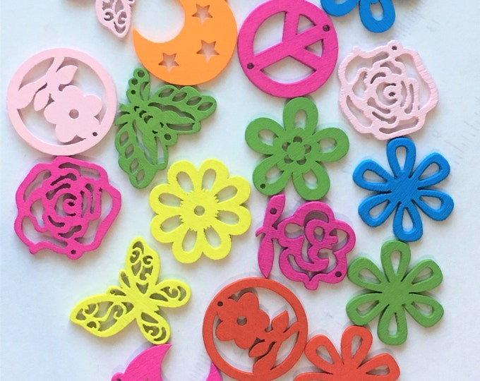 25mm Buttons Wooden Pendant Mixed color Lovely Hollowed-out Pendant Buttons DIY Craft Supplies Findings.