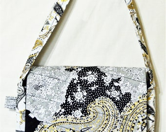 d572f9f720fe Black and Gold Hand Purse