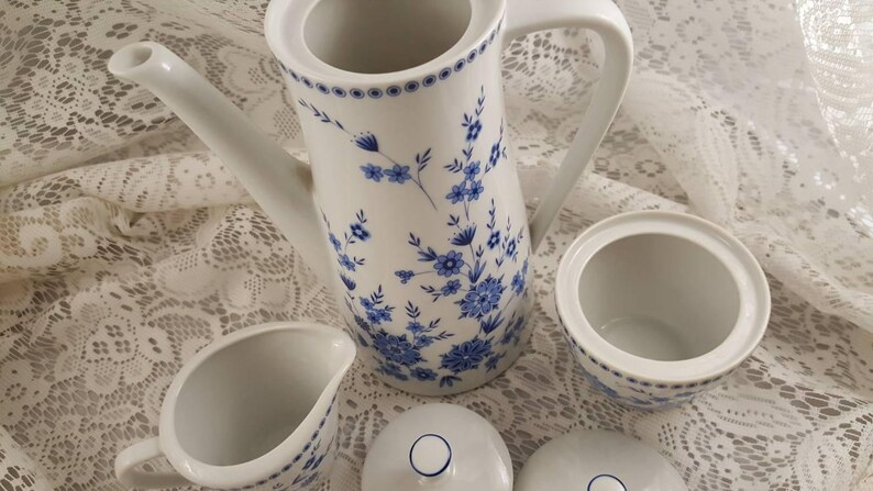 creamer and sugar bowl. Seltman Weiden Doris Bayerisch Blau Coffee pot